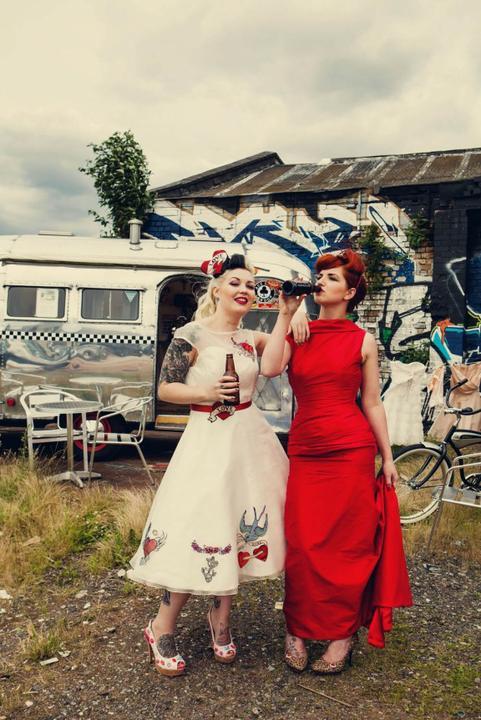AZ inspirace I. - svatební šaty - paráda, jak nevěsta, tak asi svědkyně:-)