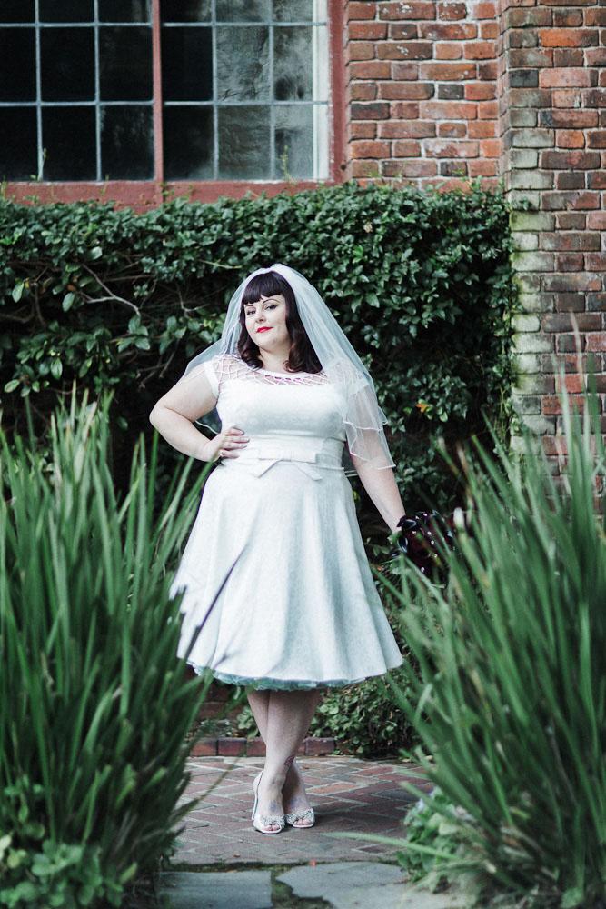 AZ inspirace I. - svatební šaty - a pak že se krátký šaty nehodí pro boubelky