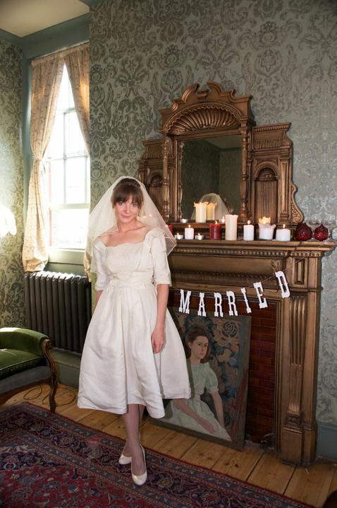 AZ inspirace I. - svatební šaty - zjišťuju, že šaty s rukávem nejsou až tak špatný, schová to zápasnický ruce:-)