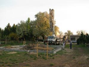 betonpumpa...zabavili sme pol dediny :)