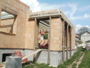 o chvíľu sa bude robiť strecha :-)