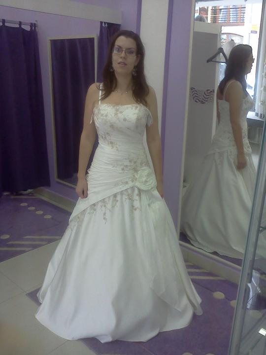 Co sa mi páči a čo by som chcela na našej svadbe - Len pre zaujímavosť vyskúšané aj krémové.....aj keď som bola prekvapená že to nieje až taká zlá farba