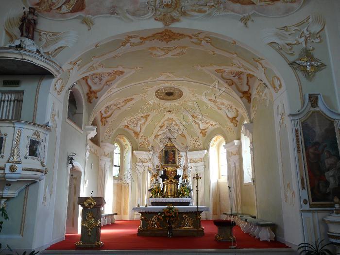 Přípravy 11.6.2011:)))) - Náš kostel vevnitř