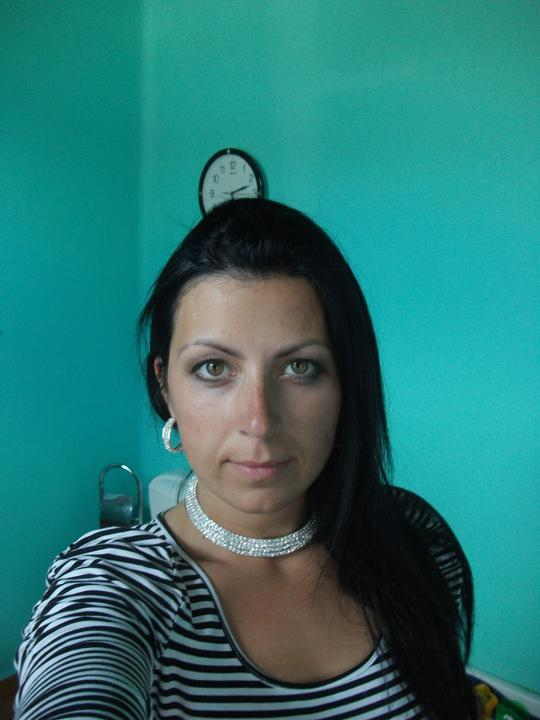 Přípravy 11.6.2011:)))) - Snad až budu mít ake up a světlou rtěnku tak to bude taky vypadat jinak doufám :(
