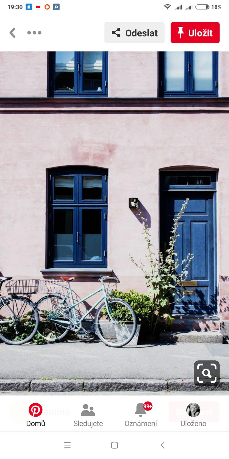 Modrá okna vidět spíš... - Obrázek č. 1