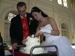 krájení dortu, moc nám to nešlo