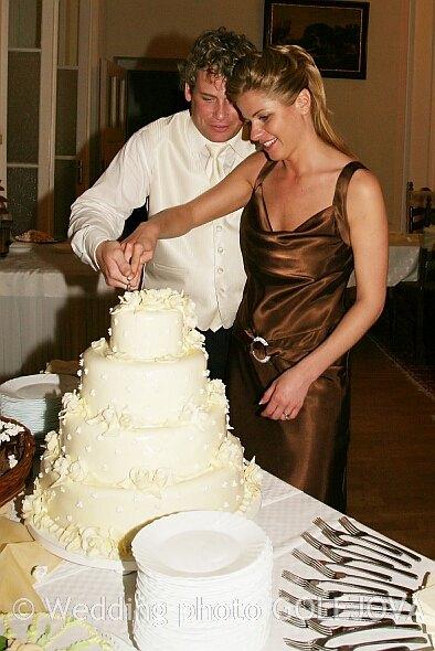 Svadba Viera & Darrell 5.5.2007 - krajame a krajame...