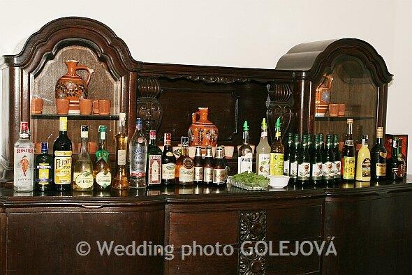 Svadba Viera & Darrell 5.5.2007 - Nas Bar, len barman sa niekde zasiva...