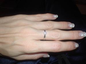 Tak to můj krásný zásnubní prsten.