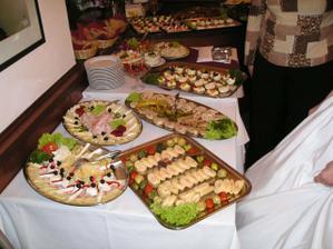 švédské stoly na večer na hostině