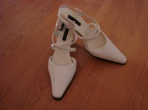Sehnat svatební botky, které by se mi líbily, byla fakt fuška