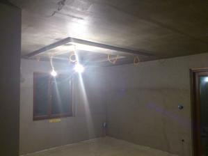 15.12.2011 obývačka a jedáleň je už zasieťkovaná, zajtra už budú pracovať na omietkach
