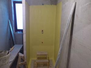 10.01.2011 kúpelka pripravená na obkladanie, sprcha natretá tekutou foliou..