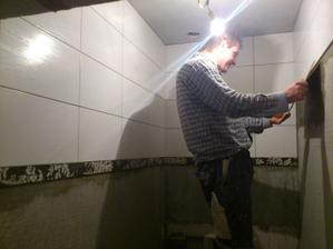 16.01.2012 začalo sa obkladať už aj wc