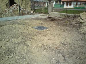 04.04.2010 žumpa zahrabaná
