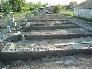 30.04.2010 šalovačky zaliate betonom, vošlo cca 400 furikov betonu, betonovali sme dvaja dva dni!!