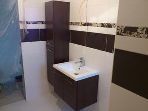11.03.2012 nábytok v kúpelke a iba položené umyvadlo aj s bateriou