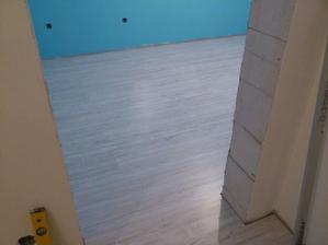 26.03.2012 tak a po menšej zdravotnej prestávke pokračujeme s podlahou v detskej izbe