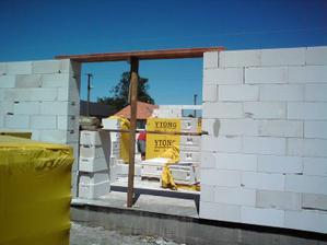 23.06.2010 už sa rysuje aj preklad nad terasovými dverami