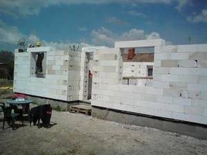24.06.2010 už to začína naberať tvar nášho domčeka ..