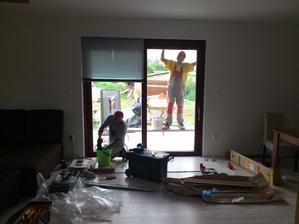 25.06.2012 v ten istý deň sa začalo pracovať na exterieri aj v interiéri.. (vonkajšia fasáda a vnútorné žalúzie)