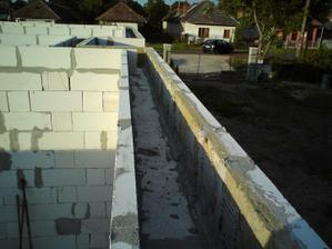 27.06.2010 veniec je teda pripravený na výrobu armovania a zaliatie betonom..