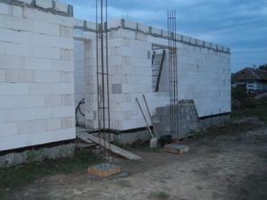 27.07.2010 začali sme murovať stĺpiky