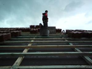 01.09.2010 komín už prerazil cez strechu..