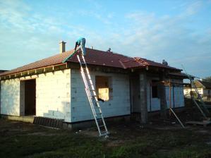 06.09.2010 začali sme poslednú etapu strechy - hrebenáče