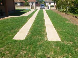 10.05.2014 tento rok sme začali s úpravou terénu a výsevom trávnika zatiaľ aspoň okolo domu..