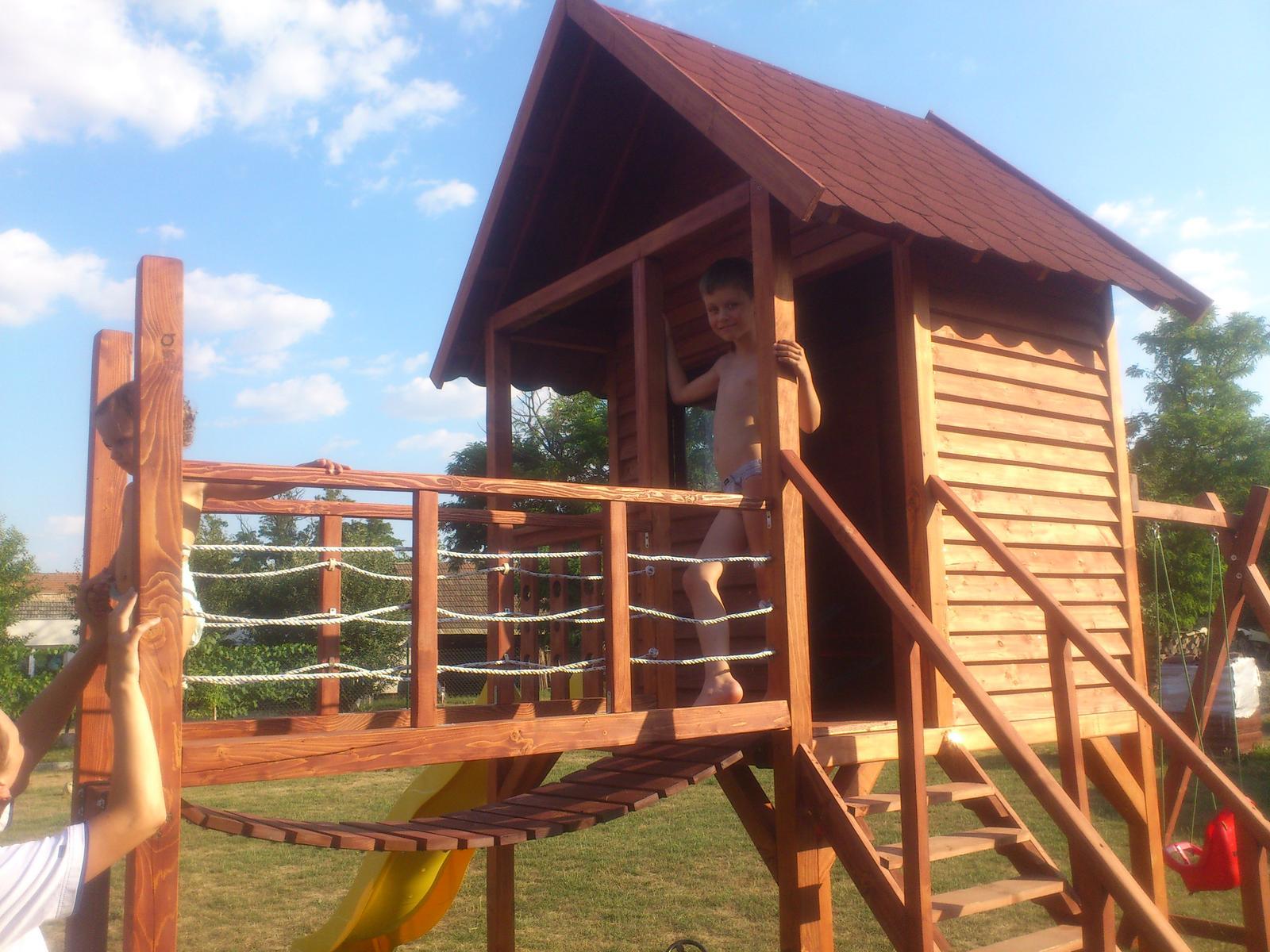 Detský drevený domček - 22.07.2015 už sa aj testovalo :-)