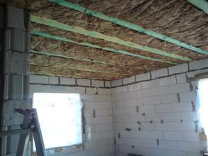 23.04.2011 začali sme s izoláciou stropu..