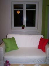 Pokoj druhá část - obývák - pidi sedačka v pidi bytě