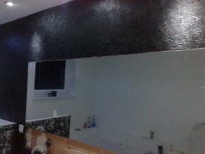 plasticka stena cierna so zelenymi trblietkami (na foto nie su dobre vidiet, v reali ano, nad ocakavania)