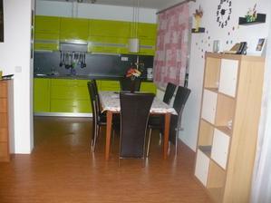 pohled z obyvaku do kuchyne:-)