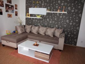 Nas novy stolek v obyvaku:-)