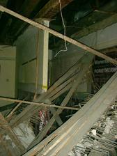 výhled na hvězdy - starý strop stržen