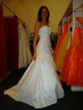 Moje svatební šatičky:-)