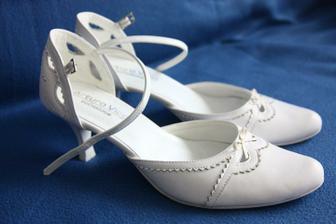 Už mám svatební botky, hurá:-)