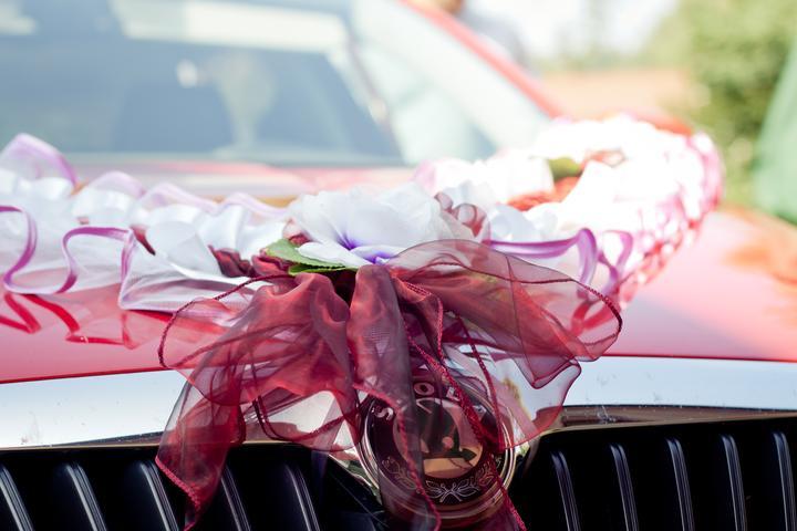 Mishka{{_AND_}}Janko - auto nevěsty nachystáno na odjezd