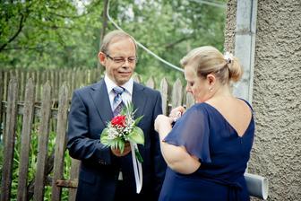 tatínek nevěsty s manželkou - svědkyní nevěsty