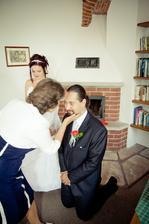 maminka ženicha dává požehnání