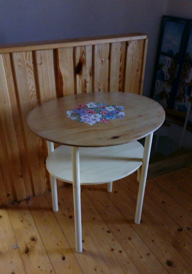 starý čajový stolík zrenovovaný - Obrázok č. 1