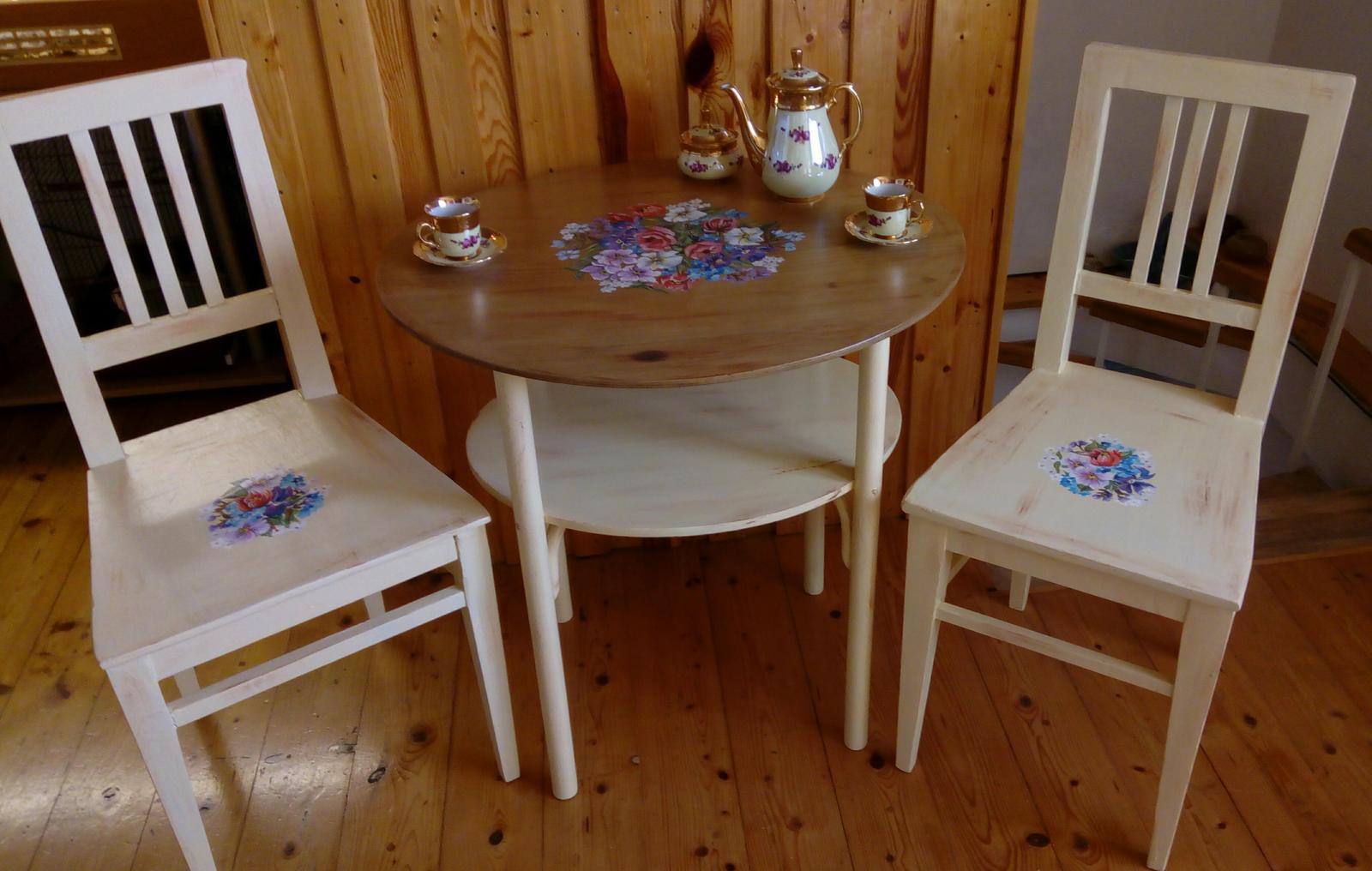 Ručne maľovaný stolík a dve stoličky - Obrázok č. 1