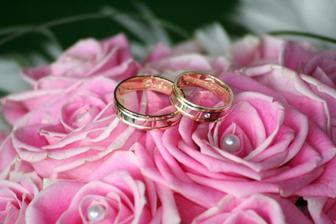 ...naše prstienky a svadobná kytička...