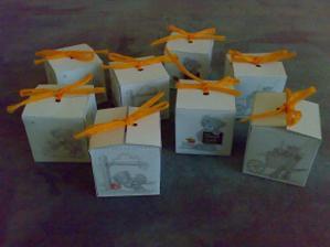 připravujeme krabičky se sladkostma pro děti