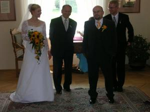 Ještě před obřadem - s tatínkem, ženichem a bratrem - mým svědkem
