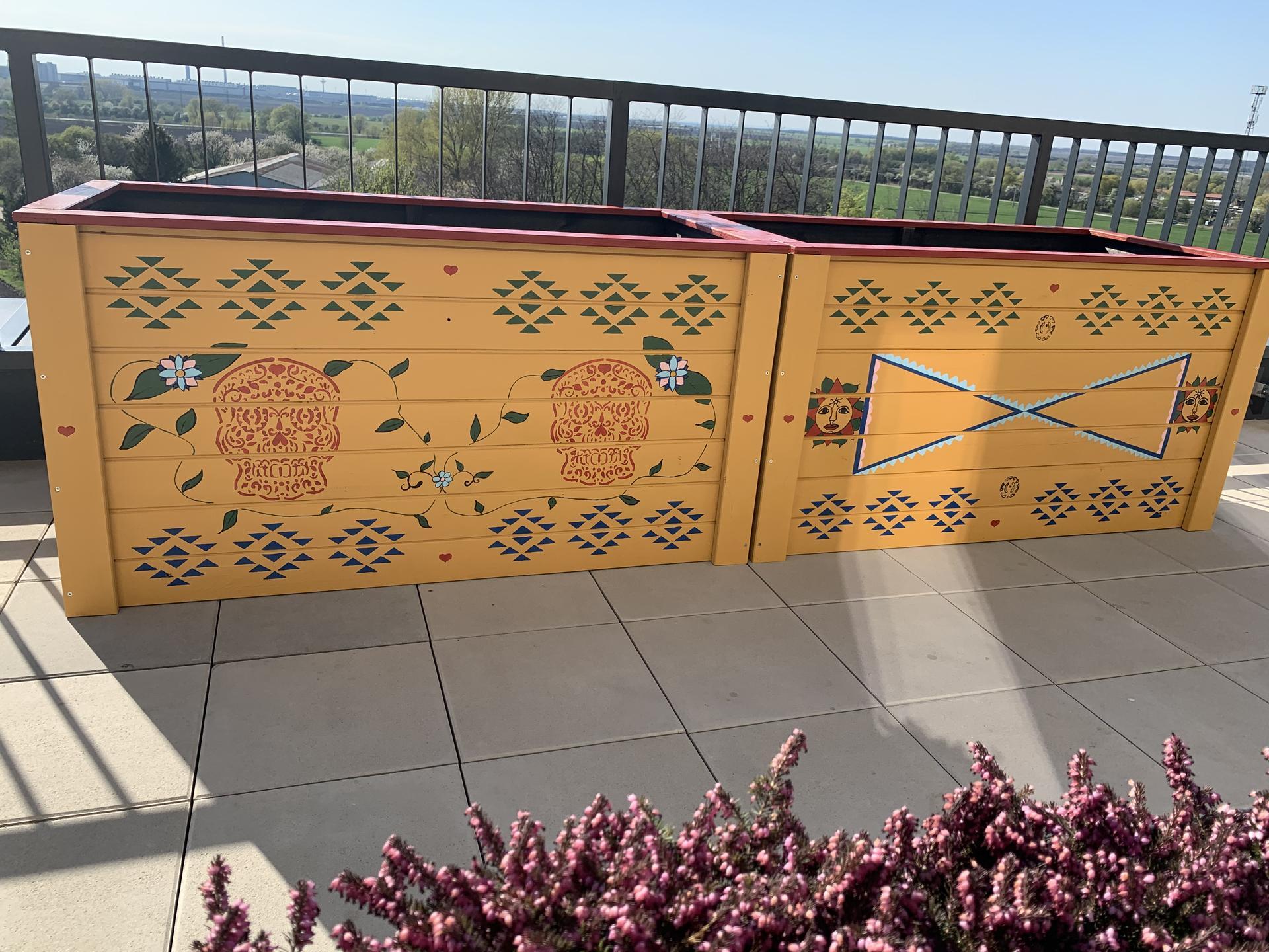 Teraska na streche - Ručne maľované záhony - ako inak v štýle Mexiko ❤️ 4 dni práce stali za to čo poviete ?