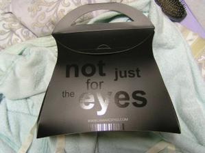 takze ako hovori uz aj napis na krabicke...not just for the eyes... :)