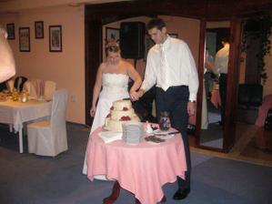 jezis, ale to ide tazko...a ta torta vazila asi 9 kil... :)